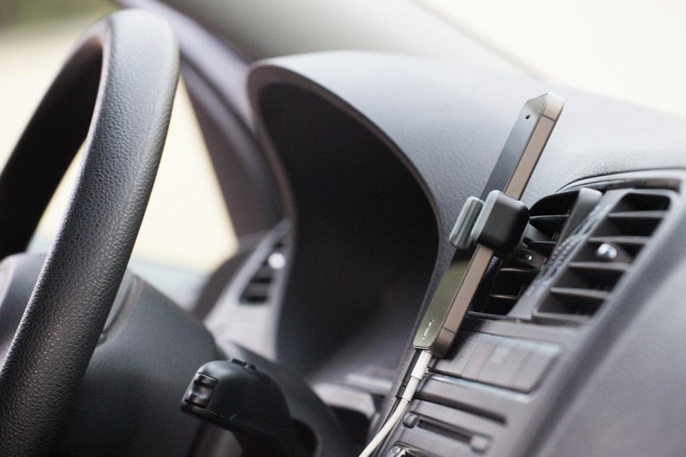 support-voiture-iphone5s-grosplan
