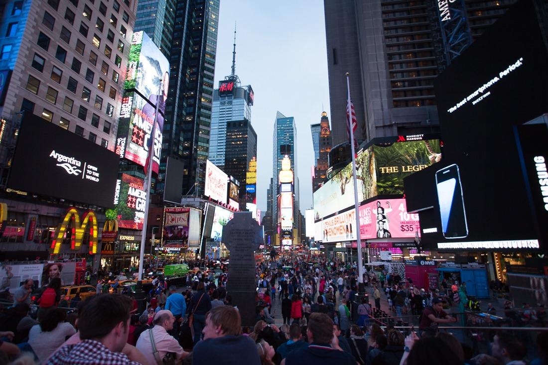 times-square-de-nuit-new-york-midtown
