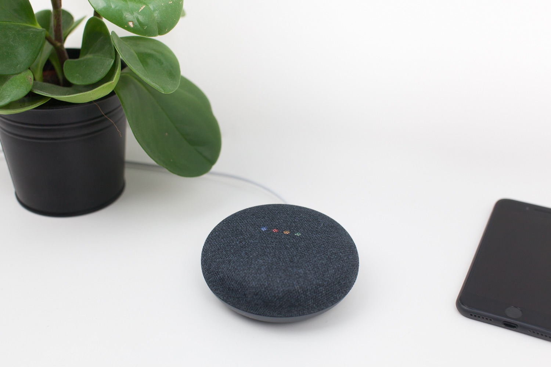 test de l 39 enceinte google home mini antoine guilbert. Black Bedroom Furniture Sets. Home Design Ideas